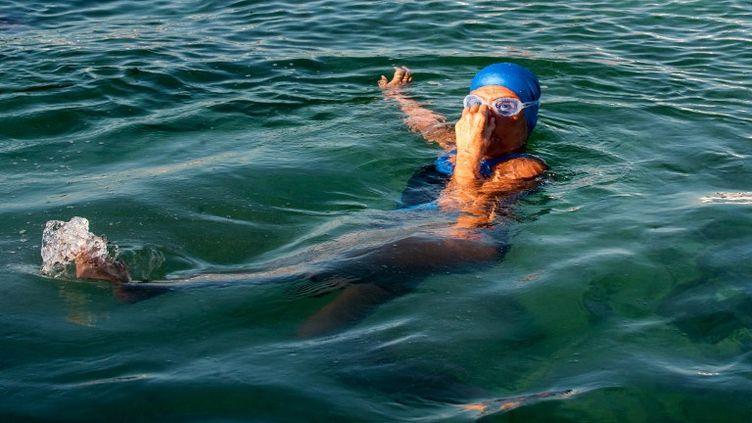 L'Américaine Diana Nyad au début de sa traversée à la nage du détroit de Floride, le 31 août 2013 à La Havane à Cuba. (YAMIL LAGE / AFP)