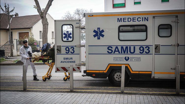 Une équipe du Samu de Seine-Saint-Denis à Montreuil, le 22 novembre 2019 (photo d'illustration). (LUC NOBOUT / MAXPPP)