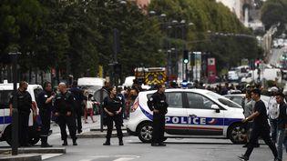 Des policiers bloquent une rue de Villejuif (Val-de-Marne), le 6 septembre 2017. (CHRISTOPHE SIMON / AFP)