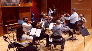 LeSyrian Expat Philarmonic Orchestra (SEPO) en répétition. (SUAD BUSHNAQ / RADIOFRANCE)