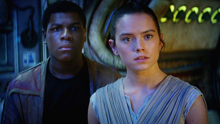 """John Boyega et Daisy Ridley, """"Star Wars, le retour de la force""""  (Lucasfilm Ltd. & TM. )"""