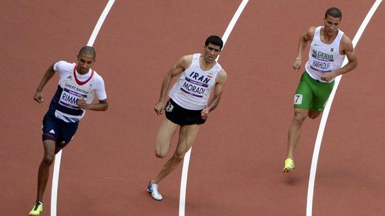 L'athlète algérien Taoufik Makhloufi (à droite)