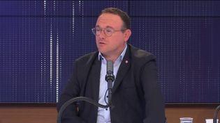 Damien Abad, président du groupe LR à l'Assemblée Nationale, invité du 8h30 franceinfo le 26 août 2021. (CAPTURE ECRAN / FRANCEINFO)