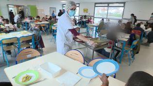 Nouvelles mesures sanitaires à la cantine de l'école Fourier de Besançon. (France 3 Franche-Comté / P. Arbez)