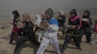 Pakistan : des femmes hazaras apprennent à se défendre grâce au karaté. (FRANCEINFO)