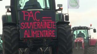 Dans la matinée du vendredi 2 avril, des dizaines de tracteurs venus du Calvados ont partiellement bloqué le périphérique de Caen. (CAPTURE ECRAN FRANCE 3)