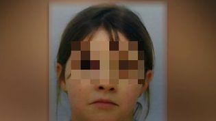 Portrait de la petite Mia, retrouvée le 18 avril 2021, cinq jours après son enlèvement au domicile de sa grand-mère, dans la commune des Poulières (Vosges). (DR)