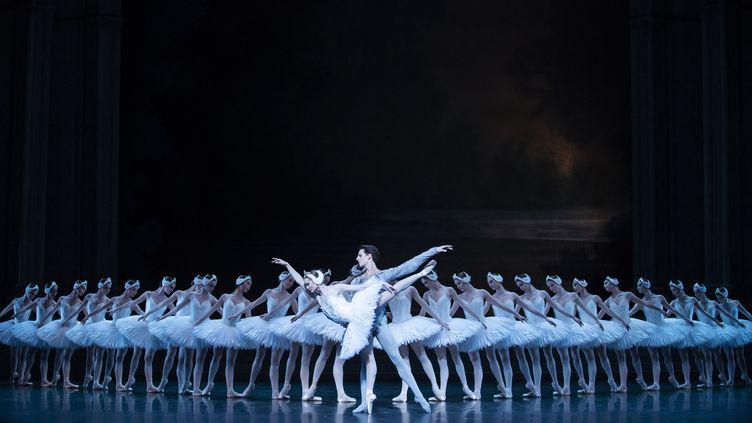"""""""Le Lac des cygnes"""" à l'Opéra de Paris (JULIEN BENHAMOU)"""
