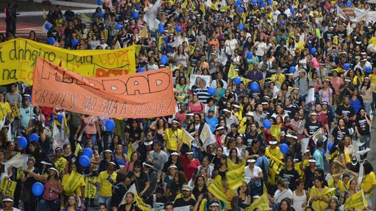 A Sao Paulo, de nombreux manifestants ont affiché leur hostilité à la Coupe du monde