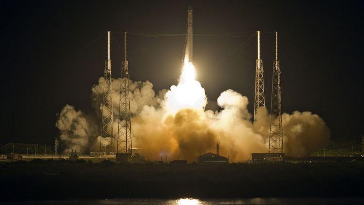 Le lancement de la fusée Falcon 9 au Cap Canaveral, en Floride (Etats-Unis), le 22 mai 2012. (PIERRE DUCHARME / REUTERS)