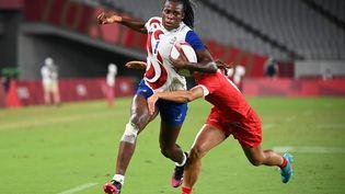 Seraphine Okemba a inscrit deux essais, lors du quart de finale de la France face à la Chine, le 30 juillet 2021. (GREG BAKER / AFP)