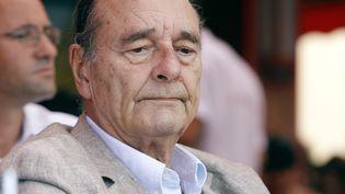 L'ancien président de la République Jacques Chirac, le 14 août 2011 à Saint-Tropez (Var). (SEBASTIEN NOGIER / AFP)