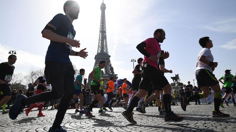 La 42e édition du marathon de Paris, le 8 avril 2018. (ERIC FEFERBERG / AFP)