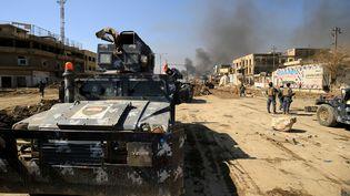Un char des forces irakiennes à Mossoul (Irak), le 6 mars 2017. (THAIER AL-SUDANI / REUTERS)