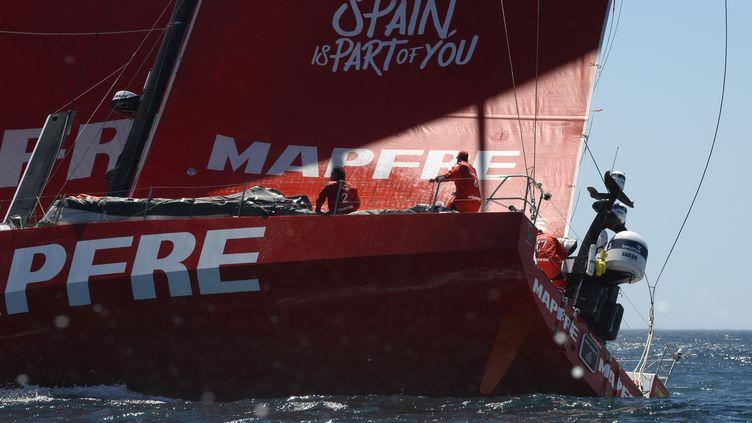 Le voilier espagnol Mapfre, en tête de la Volvo Ocean Race 2017. (RODGER BOSCH / AFP)