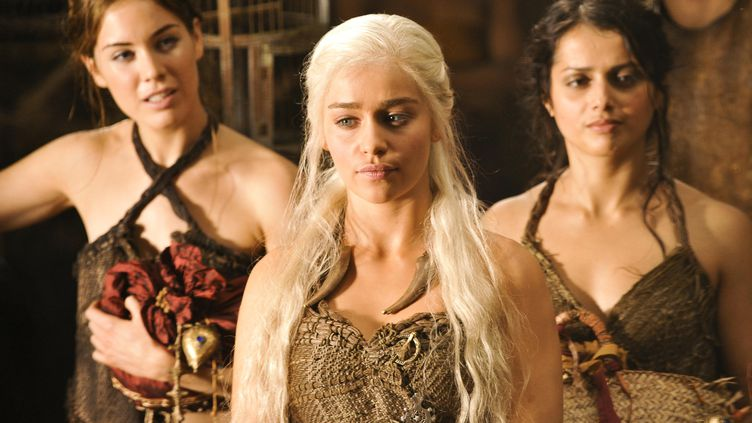 """Daenerys, un des personnages de la série """"Game of Thrones"""", parle le dothraki. (ARCHIVES DU 7E ART / AFP)"""