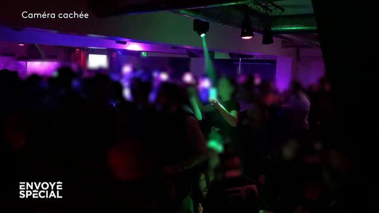 """Coronavirus : """"Envoyé spécial"""" s'est invité dans une fête clandestine à Marseille (ENVOYÉ SPÉCIAL  / FRANCE 2)"""