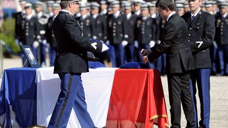 Le ministre de l'Intérieur Manuel Valls, le 22 juin 2012 à Hyères (Var), lors de l'hommage aux deux gendarmes tuées à Collobrières le 17 juin 2012. (BORIS HORVAT / AFP)