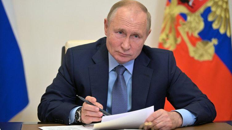 Vladimir Poutine à Moscou (Russie), le 20 octobre 2021. (ALEXEY DRUZHININ / SPUTNIK / AFP)