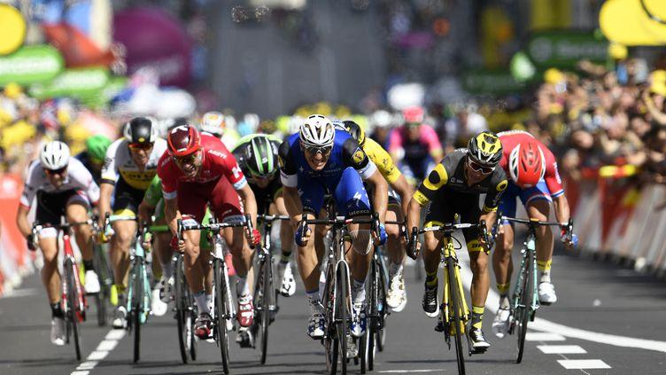 Final très serré entre Marcel Kittel et Bryan Coquard sur la 4e étape. (LIONEL BONAVENTURE / AFP)
