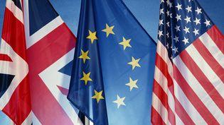 Les destinations privilégiées pour les évadés fiscaux restent le Royaume-Uni ou les Etats-Unis, devant la Suisse et la Belgique. (illustration) (JAMES HARDY / MAXPPP)