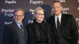 """Steven Spielberg, Meryl Streep et Tom Hanks à l'avant-première de """"Pentagon Papers"""" le 13 janvier 2018 à Paris. (MICHEL EULER / AP / SIPA / AP)"""
