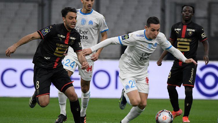 Clément Grenier face à Florian Thauvin (NICOLAS TUCAT / AFP)