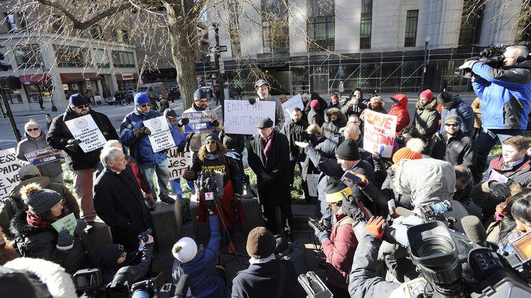 """Une manifestation d'employés du gouvernement et d'habitants inquiets du """"shutdown"""", à Boston (Etats-Unis) le 11 janvier 2019. (JOSEPH PREZIOSO / AFP)"""