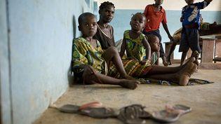 Des réfugiés ivoiriensdans une école à Janzon, un petit village du sud du Liberia, le 24 mars 2011. (GLENNA GORDON / UNHCR)