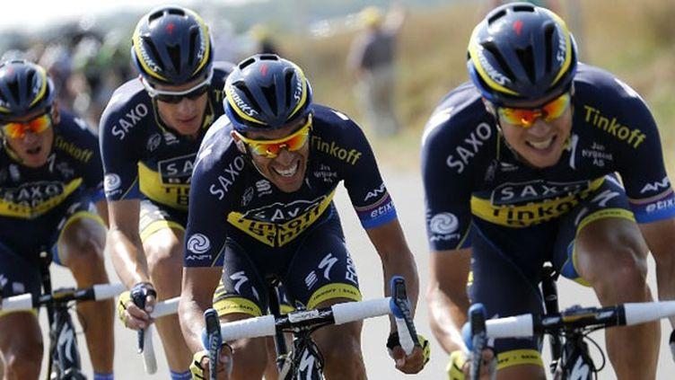 Nicolas Roche et Alberto Contador avec la Saxo derrière passent à l'attaque sur les routes du Tour de France