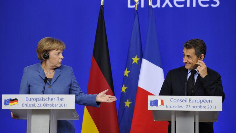 La chancelière allemande Angela Merkel et Nicolas Sarkozy lors de leur conférence de presse commune à l'issue du Conseil européen, dimanche 23 octobre, à Bruxelles (Belgique). (ERIC FEFERBERG / AFP)