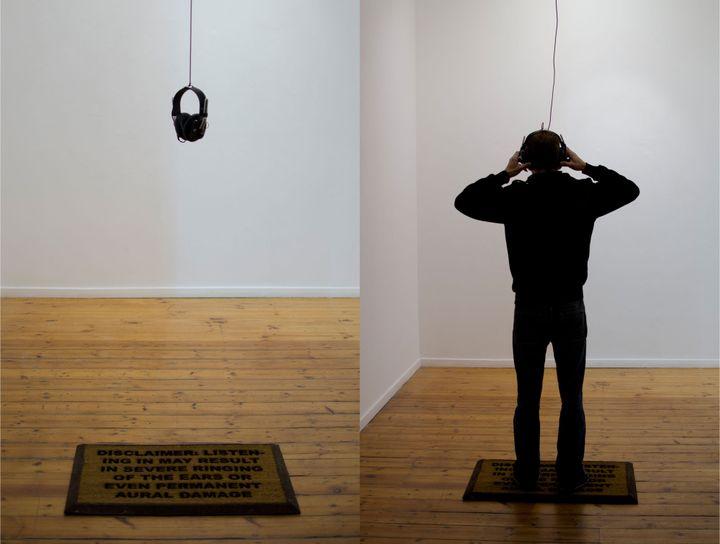 "Gabrielle Goliath, ""Roulette"", 2012, Installation sonore, paillasson customisé, Johannesbourg Art Gallery, Johannesbourg, Afrique du Sud (© Courtesy the artist and Goodman Gallery)"