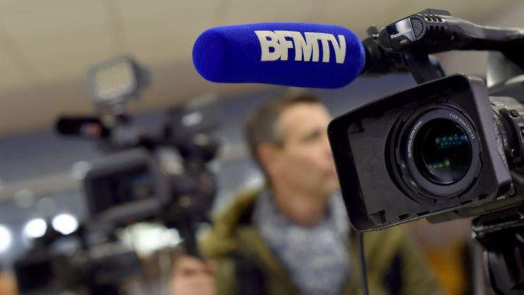 Un caméra de BFMTV, à Saint-Nazaire (Loire-Atlantique), le 4 janvier 2017. (LOIC VENANCE / AFP)