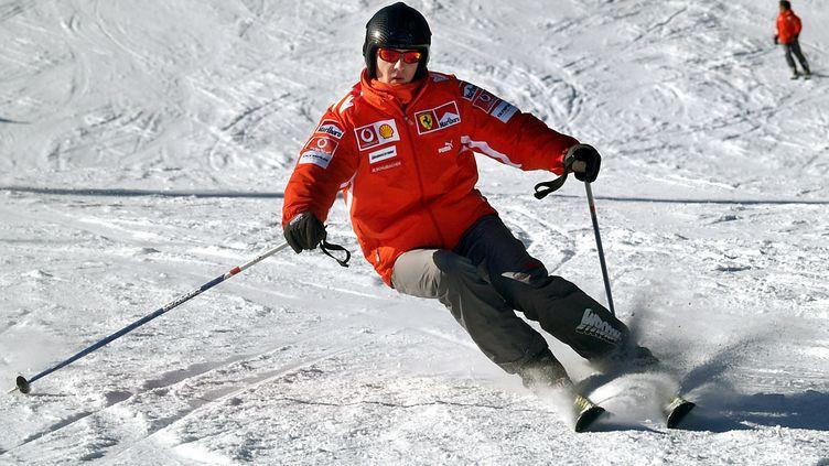 Michael Schumacher, le 31 janvier 2005, en pleine séance de ski à Madonna di Campiglio (Italie). (OLIVER MULTHAUP / DPA / AFP)