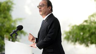 """François Hollande délivre un discours lors de l'inauguration de l'exposition""""Les passagers du Grand Paris Express"""" à Vitry-sur-Seine (Val-de-Marne), le 12 juin 2015. (ALAIN JOCARD / AFP)"""