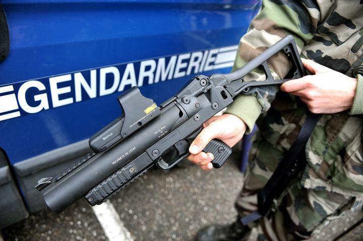 Un LBD 40 utilisé par les escadrons de la gendarmerie mobile à Vaubecourt (Meuse), le 17octobre2013. (MAXPPP)