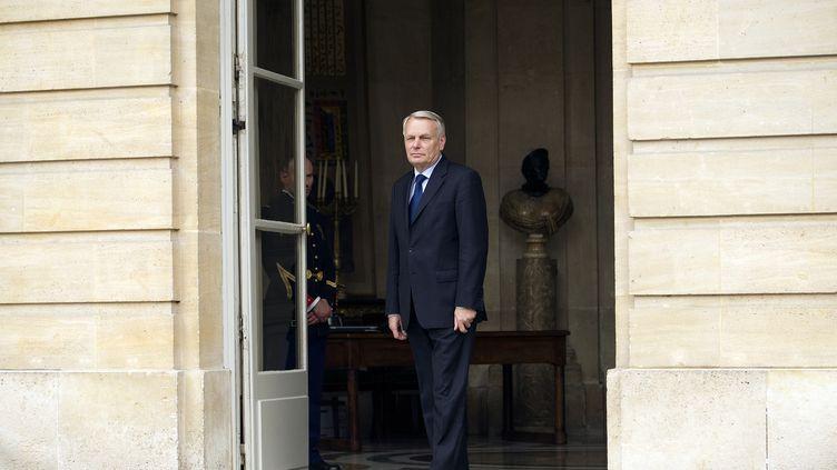 Le Premier ministre Jean-Marc Ayrault sur le perron de Matignon, le 18 mai 2012 (Paris). (LIONEL BONAVENTURE / AFP)