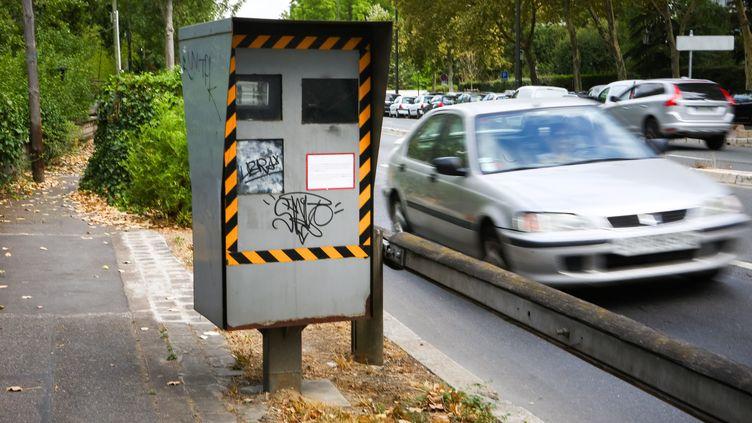 Un radar automatique vendalisé à Boulogne-Billancourt (Hauts-de-Seine). (MAXPPP)