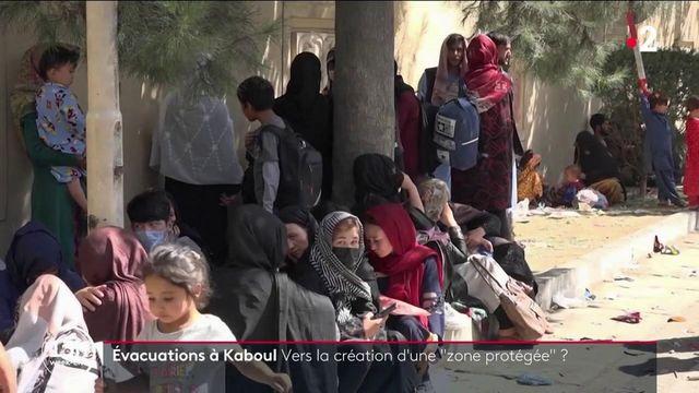 Les opérations d'évacuation de l'Afghanistan sont officiellement terminées. Alors, pour protéger les milliers d'Afghans dont la situation est jugée à risque, Emmanuel Macron propose qu'une zone protégée soit mise en place à Kaboul.