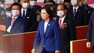 La présidente de Taïwan, Tsai Ing-wen, assiste aux célébrations de la fête nationale devant le palais présidentiel à Taipei, le 10 octobre 2021. (SAM YEH / AFP)