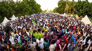 Des manifestants, à Khartoum (Soudan), réclament la dissolution du gouvernement, le 18 octobre 2021. (MAHMOUD HJAJ / ANADOLU AGENCY / AFP)