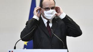 Le Premier ministre Jean Castex lors d'une conférence de presse, à Paris, jeudi 25 février 2021. (STEPHANE DE SAKUTIN / AFP)