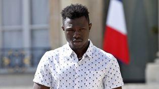 Mamoudou Gassama, saveur d'un petit garçon de quatre ans suspendu dans le vide au 4e étage d'un immeuble à Paris, reçu le lundi 28 mai à l'Elysée (Paris). (THIBAULT CAMUS / POOL)