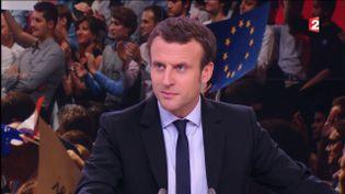 """Emmanuel Macron sur le plateau du """"20 heures"""" de France 2, le 16 novembre 2016, à Paris. (FRANCE 2)"""