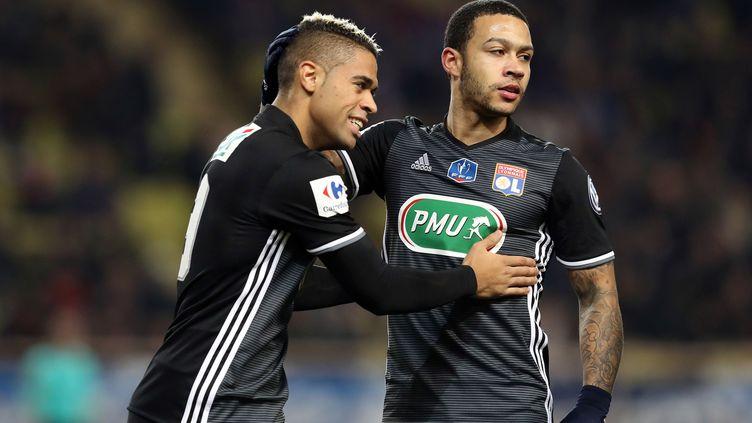 Les Lyonnais Mariano Diaz et Memphis Depay (VALERY HACHE / AFP)