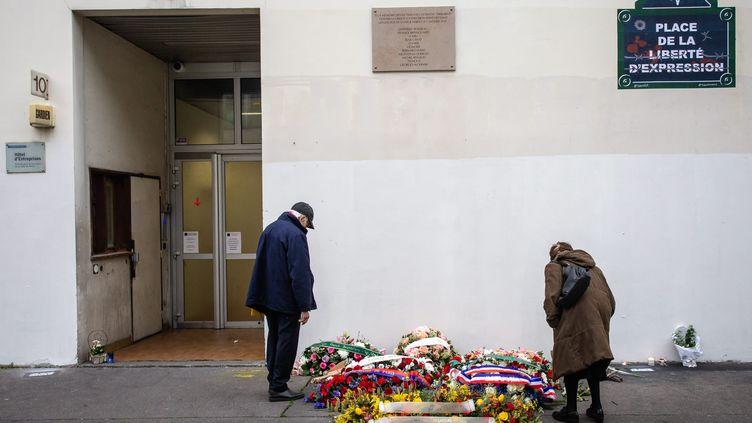Hommage devant les anciens bureaux de Charlie Hebdo pour les cinq ans des attentats, le 7 janvier 2020. (AURELIEN MORISSARD / MAXPPP)