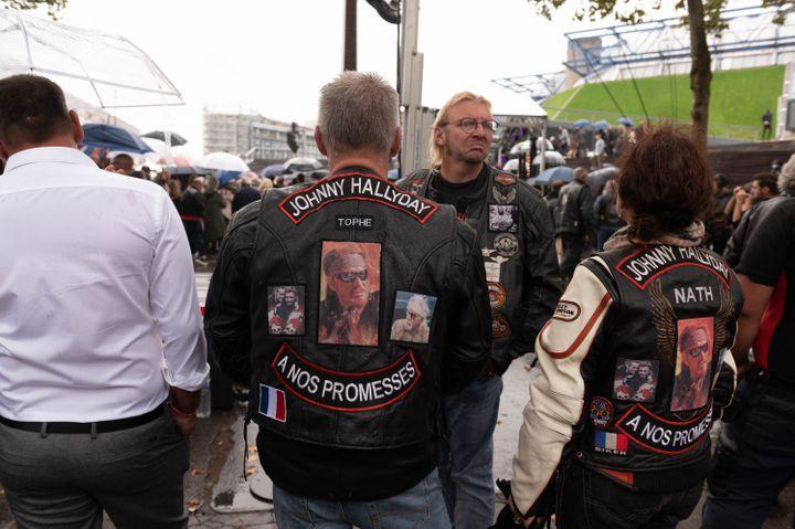 Les bikers rendent hommage à Johnny Hallyday, mardi 14 septembre 2021 lors de l'inauguration à Paris Bercy (12e) d'une esplanade à son nom et d'une sculpture dédiée. (JACQUES WITT/ SIPA)