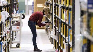 Une employée de la plateforme Amazon de Chalon sur Saône  (Philippe MERLE/AFP)
