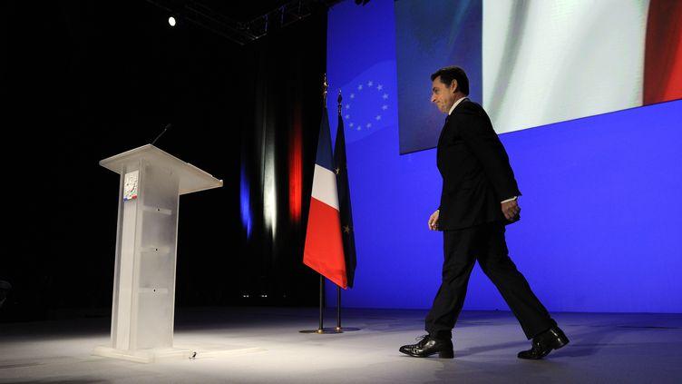Nicolas Sarkozy s'apprête à prendre la parole, lors d'un meeting à Toulon (Var), le 1er décembre 2011. (ERIC FEFERBERG / AFP)