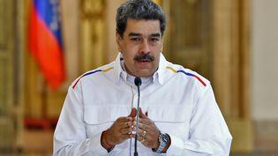 """Le président vénézuélien, Nicolas Maduro, annonce de nouvelles arrestations après une tentative d'""""invasion"""", le 9 mai 2020, depuis le palais présidentiel de Caracas. (MARCELO GARCIA / VENEZUELAN PRESIDENCY / AFP)"""
